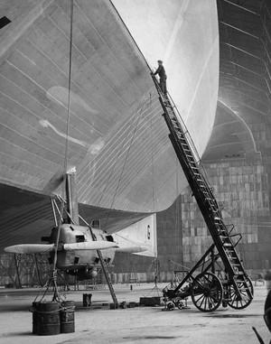 R100_airship_tumblr_nxg45vqkfu1sx_2